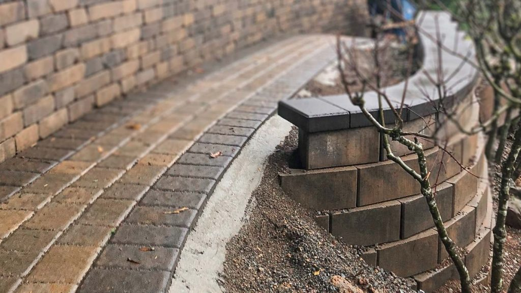 Cobbled walkway with concrete edge restraint